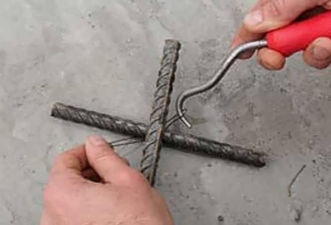 Так вяжут арматуру крючком
