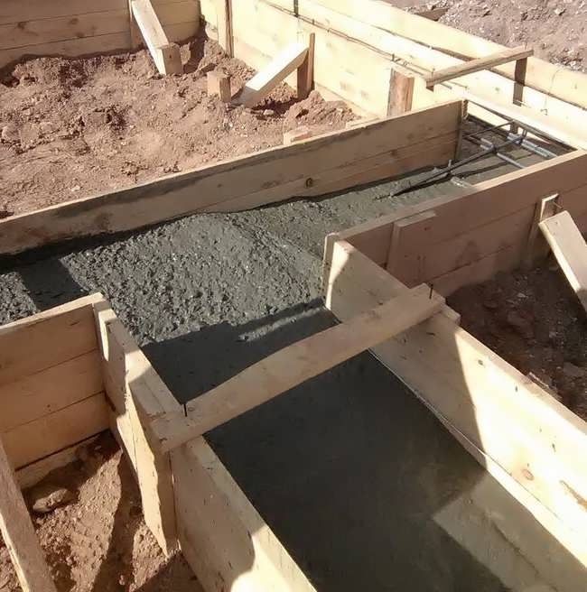 Заливка фундамента под пристрой